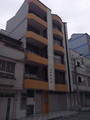 Torre De 4 Apartamentos Con Parqueaderos