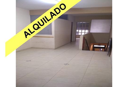 Oficina Al Frente 1 Cuadra De La Plaza Sin Expensas!!!
