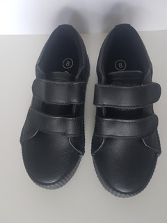 Zapato Tenis Negro Escolar Cat & Jack. La Segunda Bazar