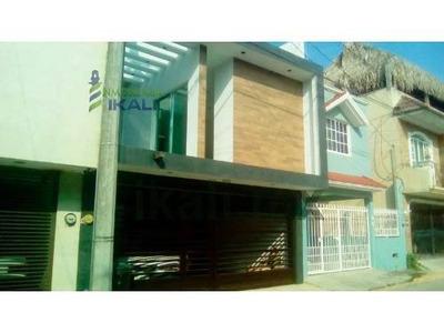 Vendo Casa Remodelada Col Bella Vista Poza Rica Veracruz 3 Habitaciones, Se Encuentra Ubicada La Calle Maria Irene 3a De La Colonia Bella Vista, Cuenta Con 200 M² De Construcción, Sala, Comedor, 3 Re