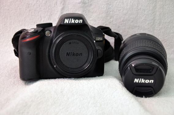 Câmara Fotográfica E Um Flash Sb 900 Nikon