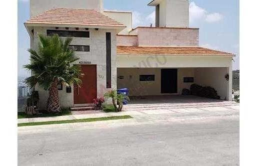 Hermosa Casa En Venta En Fraccionamiento La Loma Residencial & Club De Golf La Loma