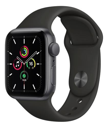 Imagen 1 de 9 de Apple Watch SE (GPS, 40mm) - Caja de aluminio color gris espacial - Correa deportiva Negra