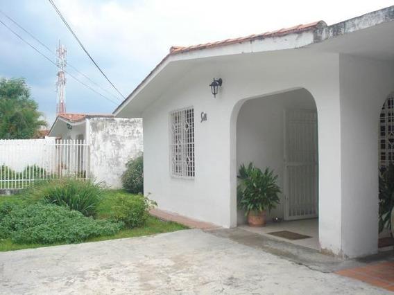 Bella Y Acogedora Casa Ubicada En Av Ppal Cod 20-12368 Sh