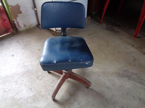 Cadeira De Escritório De Ferro Pés Madeira E Rodas Antiga