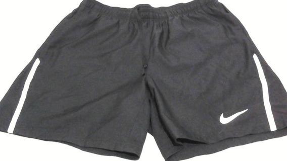 Bermudas Nike Tamanho M 90 Reais