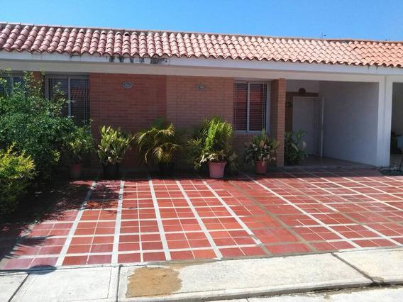 Casa En Tucacas, Conjunto Cerrado