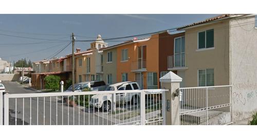 Imagen 1 de 3 de Casa De Remate Ubicada En Avenida De La Santa Cruz