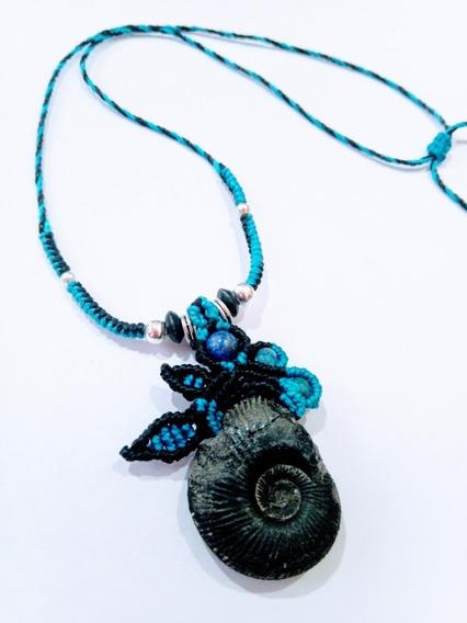 Collar De Amonita Fósil Macramé Lapislázuli