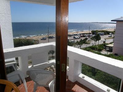 Apartamento En Playa Mansa Con Hermosa Vista Al Mar.-