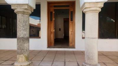 Casa De Dos Plantas Ubicada En Chuburna