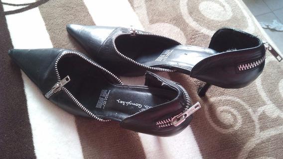 Zapatos Con Cierres Negros Talla 4 Muy Comodos