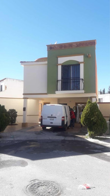 Casa De 3 Recamaras 2 1/2 Baños Cochera Y Terreno Excedente