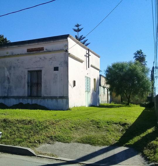 Casa Con Amplio Local Y Posibilidades.