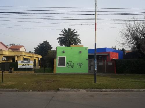 Fraccion De 1600m2  Con Casa Y Local Comercial