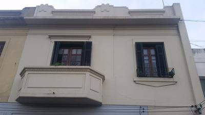 Vendo O Permuto Casa De Altos Sobre Avenida .