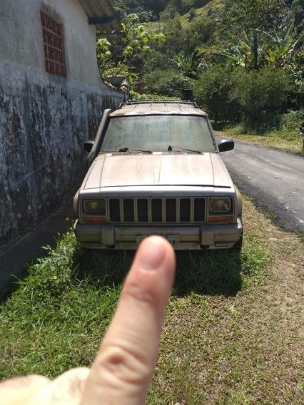 Jeep Cherokee Sport 2.5 Tdi