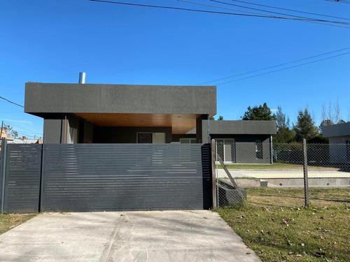 Casa De 2 Dormitorios Con Pileta Y Parrillero - San Eduardo- A Estrenar