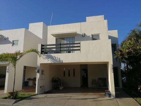 Casa En Venta Fracc. Villas Náutico, Altamira, Tam.