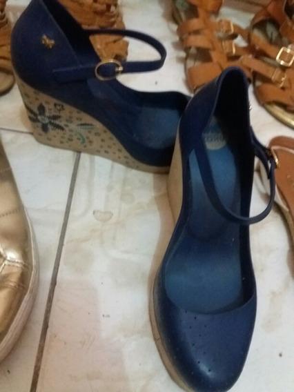Sapato De Salto Com Bordado Na Lateral