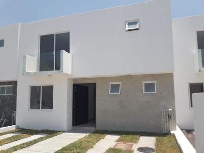 Preciosa Casa En Villas El Roble, 3 Recamaras, 3 Baños, Estudio, Jardín, Privada