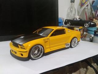 Mustang Escala 1.24