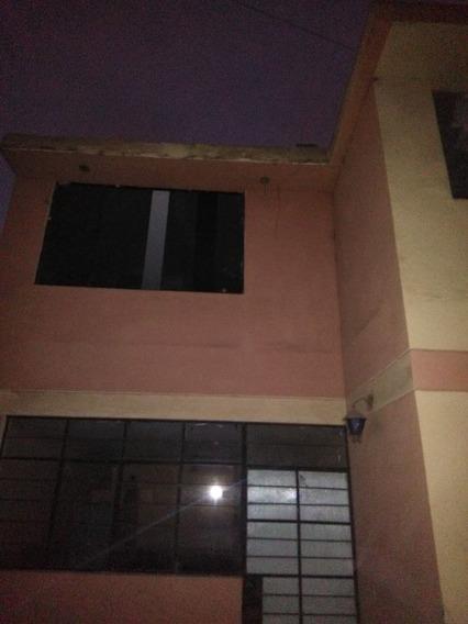 Casa De 2 Pisos En Condominio Cerrado