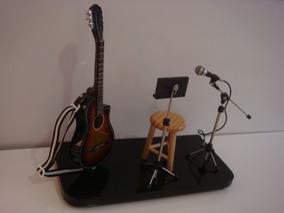 Palco Com Miniatura De Violão Flat Elétrico