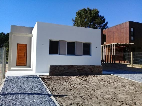 Casa A Estrenar 2 Dormitorios 2 Baños Excelente Jardín