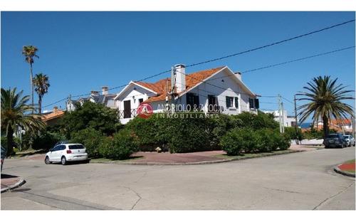 Casa En Venta, Peninsula, Punta Del Este, 4 Dormitorios.- Ref: 6618