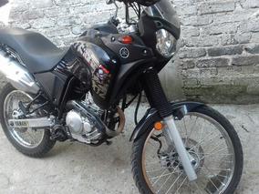 Motocicleta Yamaha Negra 250 Thenere