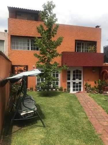 Bonita Casa Con Jardín En Venta En Viveros De La Loma