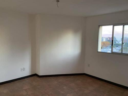 Se Alquila Lindo Apartamento En Zona Del Parque Rodo.