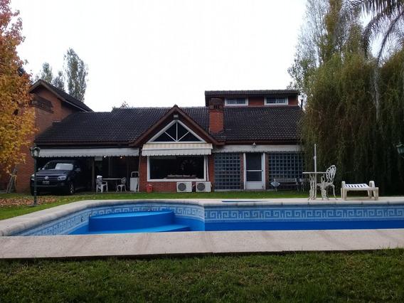 Casa 4 Amb Jardin Pileta Playroom Venta Campos De Alvarez