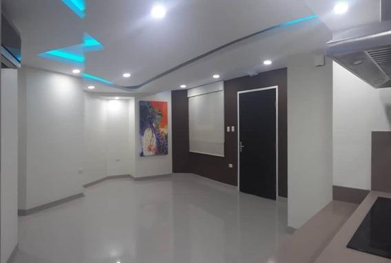 Moderno Apartamento En Barrio Obrero San Cristobal