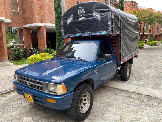 Toyota Hilux 4x2 Estacas Full Equipo