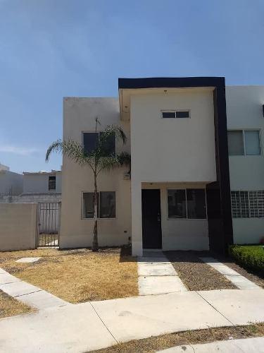 Venta De Casa En Gran Hacienda Con Terreno Excedente, Privad