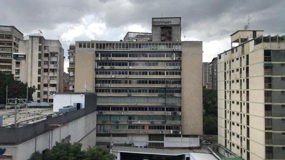 Venta Oficina En Los Palos Grandes/ Código 20-21760/ Simón M