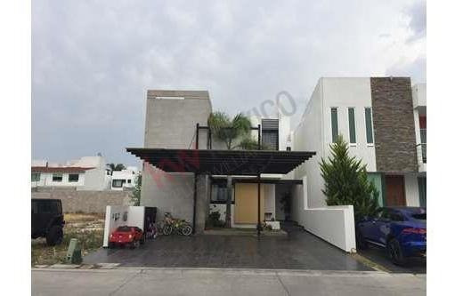 Casa En Venta Exclusiva Privada Con Vigilancia Y Alberca Milenio Iii Querétaro, Qro.