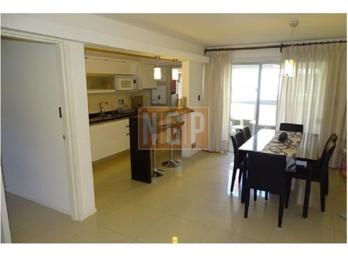 Apartamento En Mansa, 2 Dormitorios  Frente Al Mar Parrillero Propio Frente Al Mrar-ref:17000