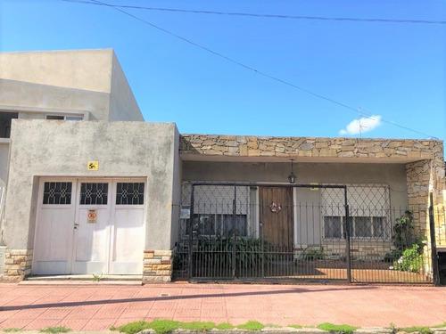 Casa Americana A Pocas Cuadras De La Estación.