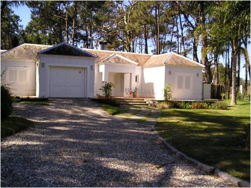 Venta De Casa 3 Dormitorios En Rincón Del Indio, Punta Del Este- Ref: 2373