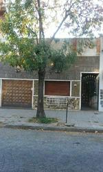 Casa 3 Ambientes Con Cochera,pileta Y Fondo A Refaccionar