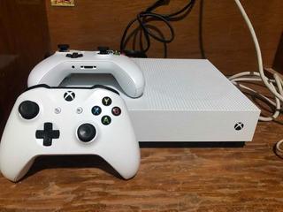 Xbox One S De 1 Tb Con Dos Controles
