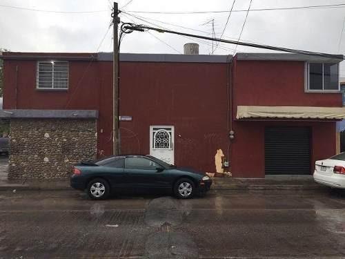 Casa En Venta En Avenida Soledad En Esquina Con Locales Comerciales