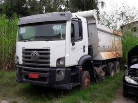 Volkswagem 31-330 6x4 Ano 2013/2014