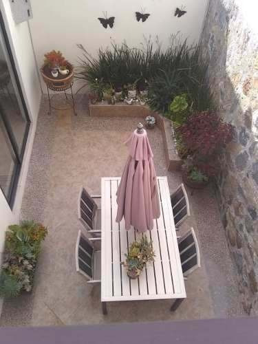 Hermosa Casa En Zibatá, Alberca, Porfido, 3 Recamaras, Luxur
