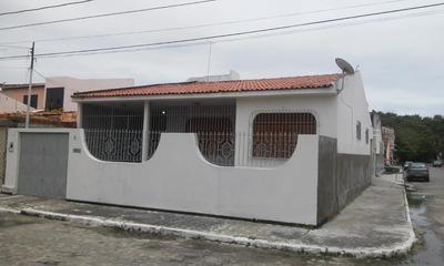 Casa Com 3 Quartos E Garagem. Do Lado Da Sombra R$875,00