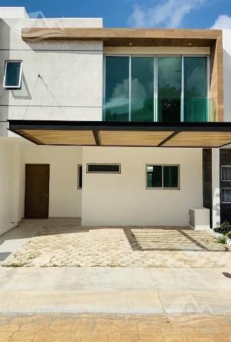 Casa En Venta En Cancun/arbolada/ahuehuete