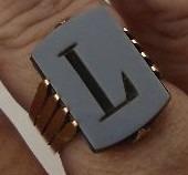 Lindo Anel Centenário Letra L - Ouro Onix Aro 17 4,90gramas